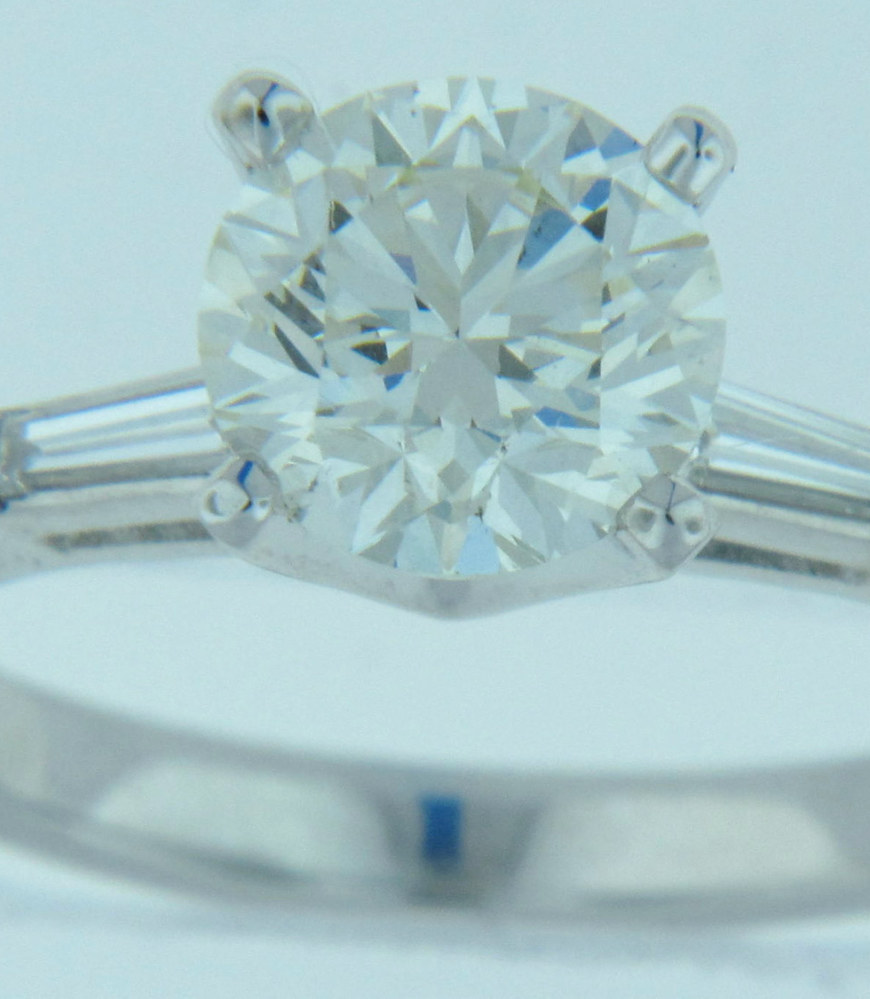 Engagement ring with round centre diamond